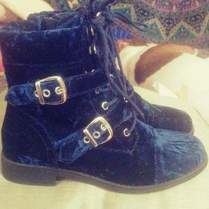 Shoedazzle size 7 Royal Blue Crushed Velvet Combat